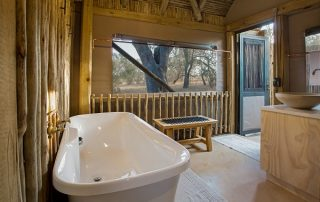 New Frontiers_Bateleur Safari Camp bathtub Timbavati