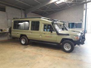 Classic-uganda-safari-vehicle-exterior